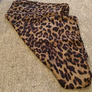 Accessories - Leopard print scarf or wrap